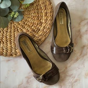 Steve Madden Groucho flats- brown/gold -size 8